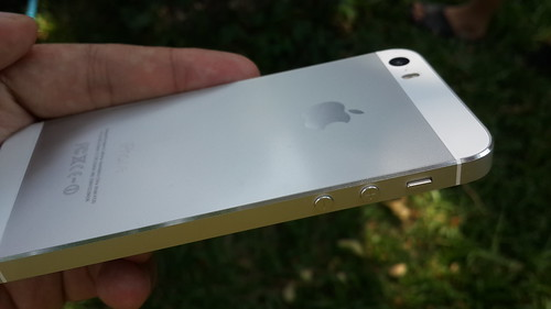 อลูมิเนียมยูนิบอดี้กับการออกแบบที่ทำ Taper ให้ดูหรูหราของ iPhone 5s