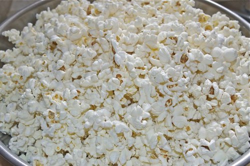 popcorn with maple syrup & salt 1