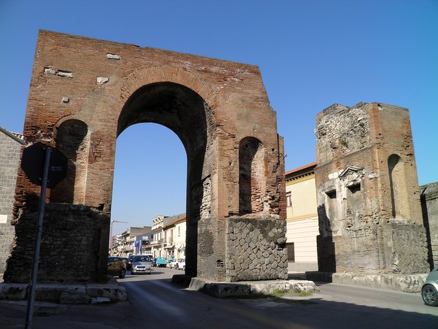 Arco di Adriano (Hadrian's Arch), Capua