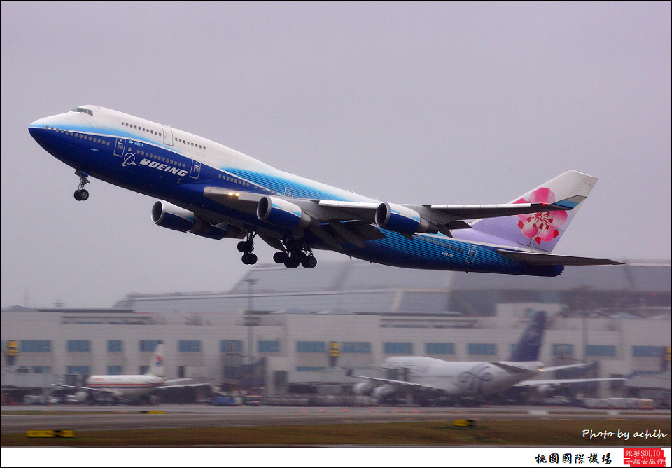 中華航空B-18210客機078