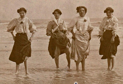 Paddling. Hastings. 1907. (enlarged)