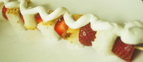 strawberryshortcakekabobs2