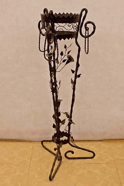 Antico portavasi in ferro battuto flickr photo sharing - Porta vasi in ferro battuto ...