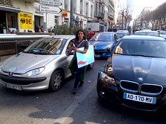 Water campaigner Meera Karunananthan hands out the bookmarks to motorists waiting for the march to pass by yesterday in Marseille.