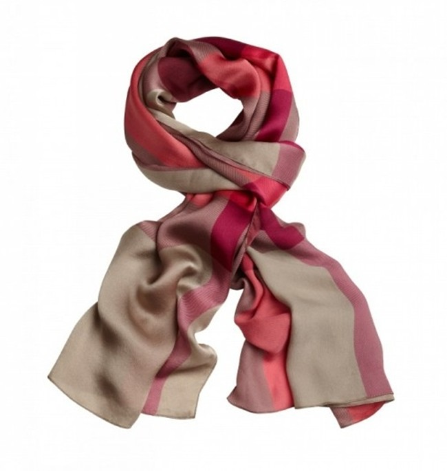 7 - Burberry Valentine's Day - Women's2