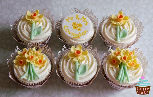 Daffodil Cupcakes by www.jellycake.co.uk