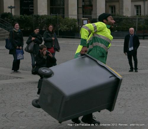 Hop ! Par la compagnie Fracasse de 12 @ Urbaines 2012, Rennes-9