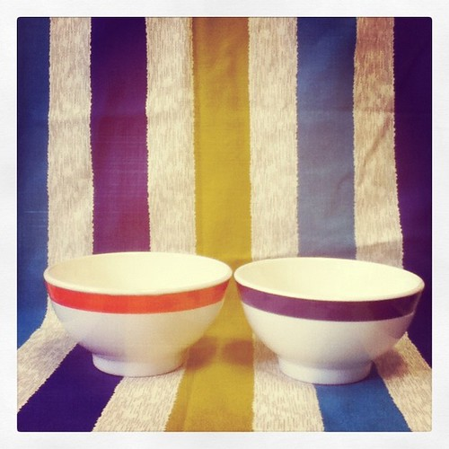 Breakfast bowls & tablecloth