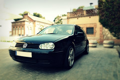 automobile(1.0), automotive exterior(1.0), wheel(1.0), volkswagen(1.0), vehicle(1.0), volkswagen golf mk4(1.0), city car(1.0), bumper(1.0), land vehicle(1.0), hatchback(1.0), volkswagen golf(1.0),
