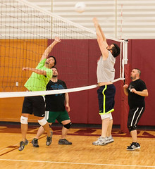 volleyball player(1.0), ball over a net games(1.0), volleyball(1.0), sports(1.0), wallyball(1.0), team sport(1.0), player(1.0), ball game(1.0),