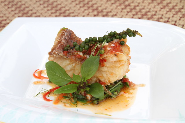 Fried fish with red chilli sauce, green pepper corn and vegetables