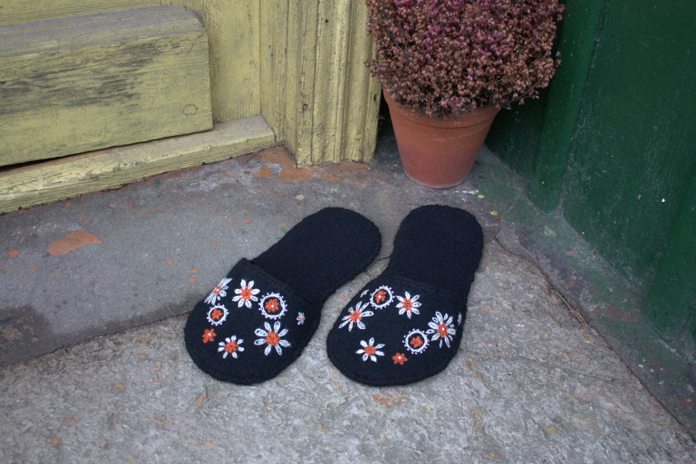 Handmade Home Slippers (tutorial)
