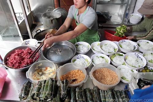 Bún Bò Nam Bộ kitchen setup