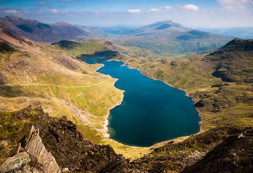 mountain lake water wales day snowdon snowdonia llynllyddaw pwpartlycloudy