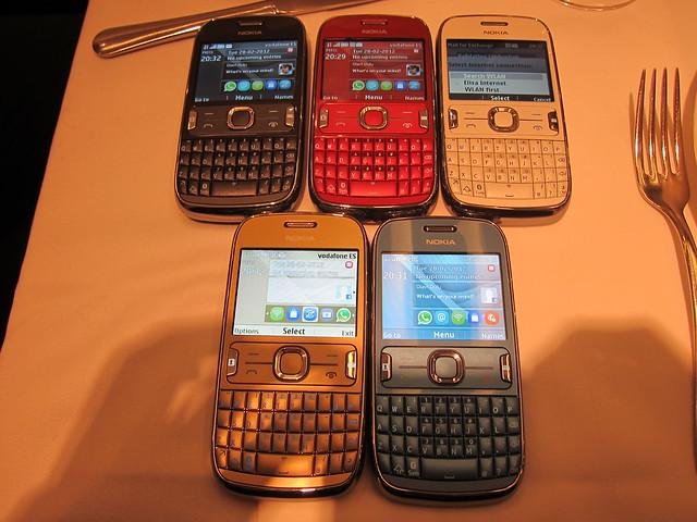 The 5 Colors Of Nokia Asha 302