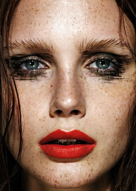 freckles-red-lipstick