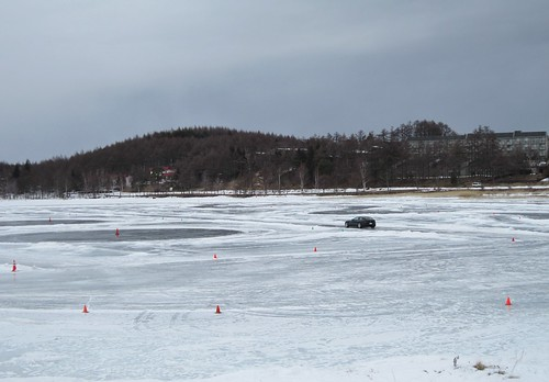 女神湖の氷上を走るフェラーリ 2012年2月13日 by Poran111