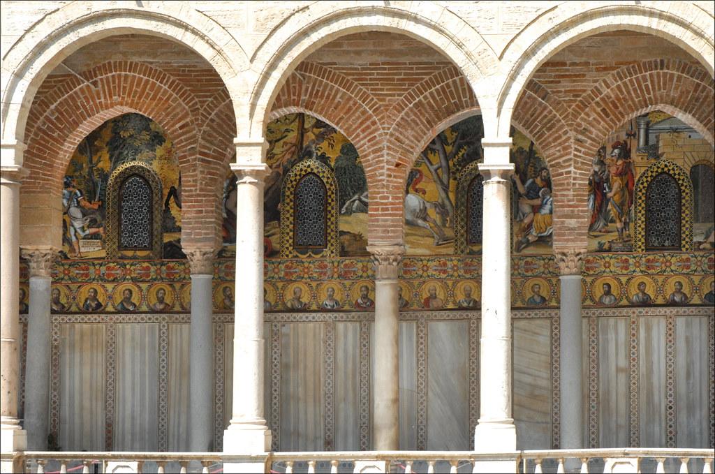 Le portique extérieur de la Chapelle palatine (Palerme) - photo Jean-Pierre Dalbéra