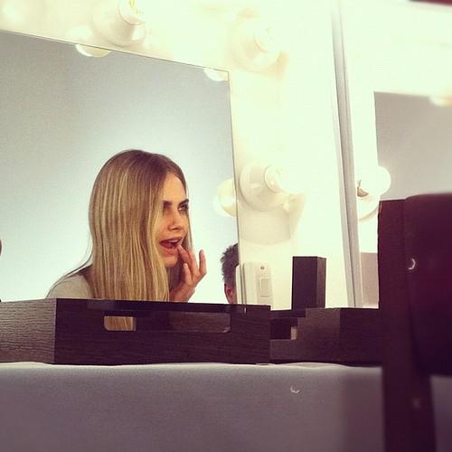 burberry_backstage_cara_delevingne