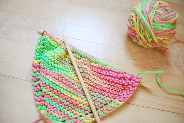 knitting a dishcloth