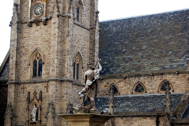statue sur la place Durham