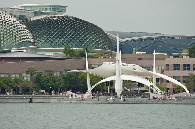 Концертная площадка на берегу бухты Марина Бэй
