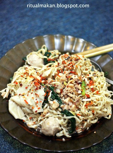 mie on a plate