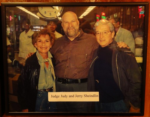 Photograph of Judge Judy and Jerry Sheindlin at Katz's Deli New York