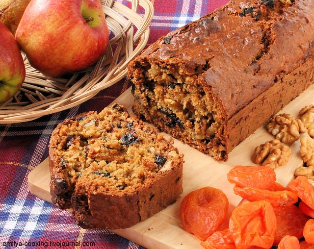 Хлеб с черносливами и орехами