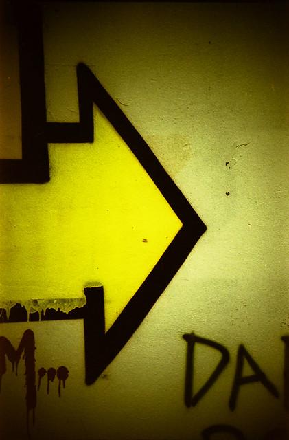 arrow/yellow