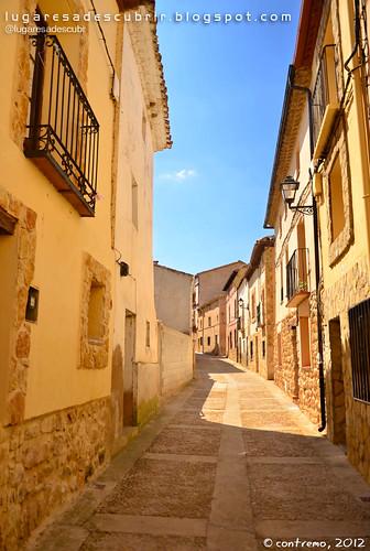 Calle Mayor de Monteagudo de las Vicarías (Soria, España)
