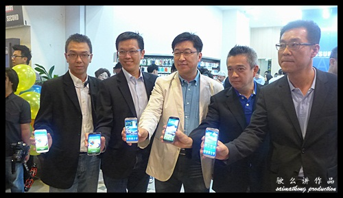 Samsung Galaxy S4 official launch ceremony by the Key person of Samsung Malaysia and representatives from the telcos