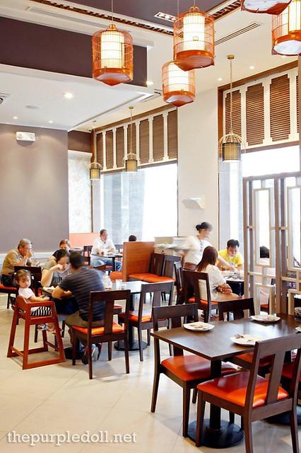 Inside Wee Nam Kee Glorietta