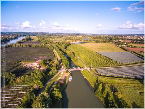 Hausbootferien 2016, Agen/La Baïse, Halt im Grünen bei Coloumé. La Garonne links und der Seitenkanal in der Mitte