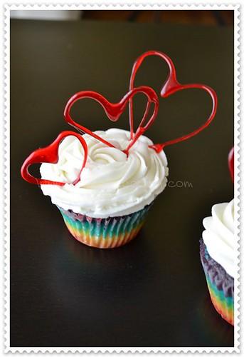 Cupcakes arcoiris con corazones de isomalt