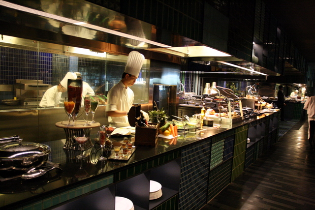Weekend brunch at Crowne Plaza Changi Airport features several live stations