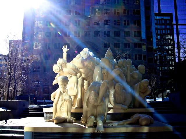 Monuments_montréalais, Foule_illuminée 14