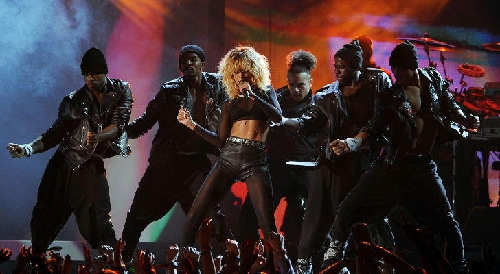 Grammys-2012-Rihanna-Performs-with-Coldplay