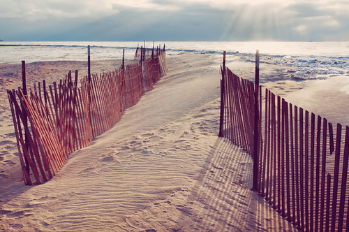 two sun chicago water sunrise illinois shadows fences lakemichigan metallica rays icy sunbeams gettyimages northavenuebeach hff idisappear fencefriday pixelmama hereigonowhereigointonewdays