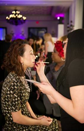 Elaine Atkins, Toronto Beauty Reviews getting a touch up at the beauty station