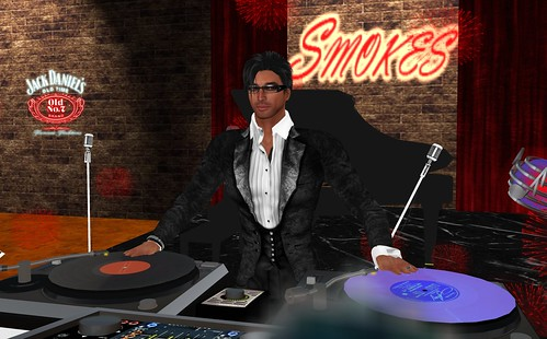 DJ  Drake Huet at Smokes
