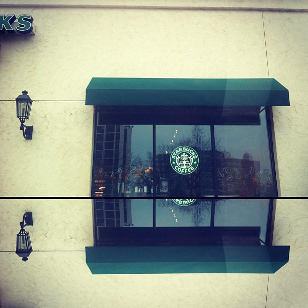 Stop at Starbucks. #photography #iphone #wilmette