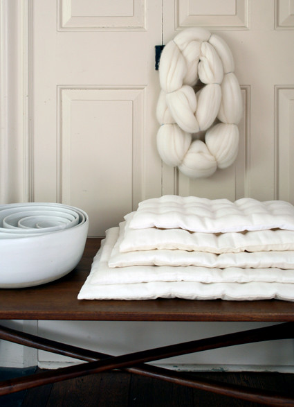 Linen stacking pillows
