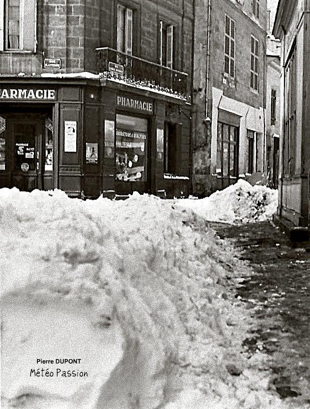 rue de Bordeaux encombrée de neige, lors de la vague de froid de février 1956 météopassion