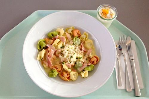 Tortelloni in Schinken-Sahne-Sauce
