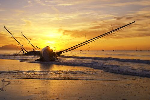 無料写真素材, 乗り物・交通, 船舶, 朝焼け・夕焼け, ビーチ・海岸, 風景  アメリカ合衆国, 座礁船