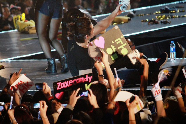 2PM - 2012 Hands Up Asia Tour - Hong Kong Taec Selca with Fans
