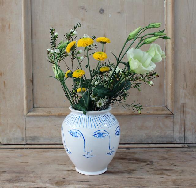 perpetual face vase
