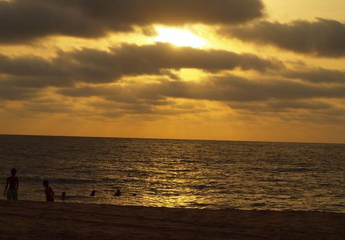 A banhos ao pôr-do-sol by MauFeitio