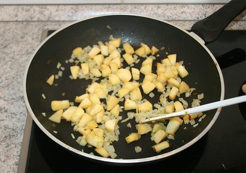 21 - Apfelwürfel mit dünsten / stew apple dices